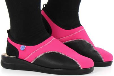 Bekväma sandaler och tofflor från Fly Flot på nätet